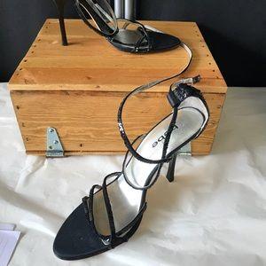 Size 8.5 Bebe heels black